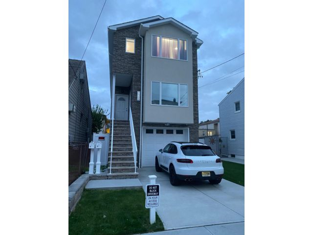 3 BR,  2.00 BTH Apartment style home in Kearny