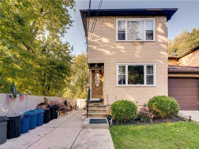 4 BR,  3.00 BTH Multi-family style home in Westerleigh