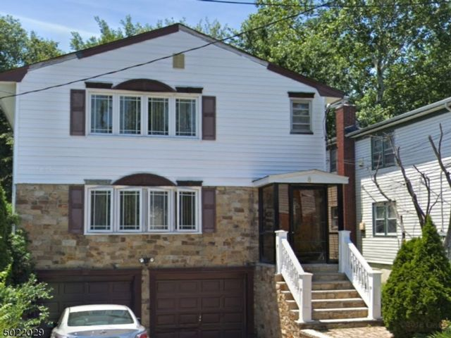 Studio,  0.00 BTH House style home in Maplewood