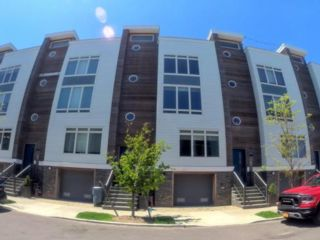 2 BR,  1.00 BTH  Townhouse style home in Far Rockaway