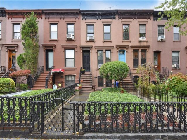 3 BR,  2.50 BTH Multi-family style home in Carroll Gardens