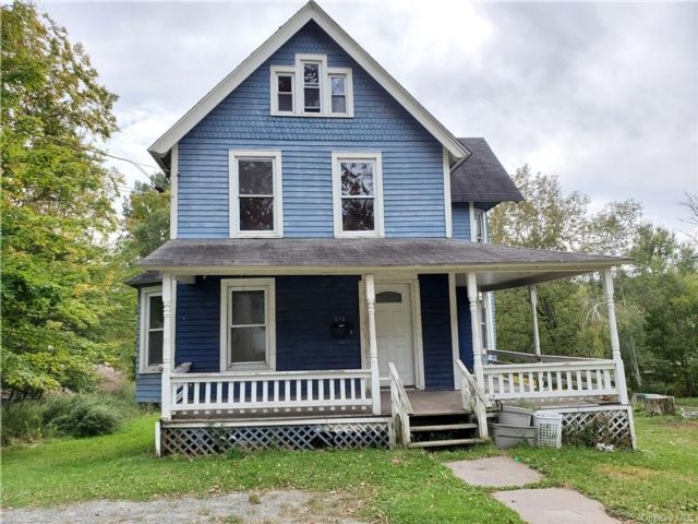 4 BR,  2.00 BTH  Colonial style home in Liberty