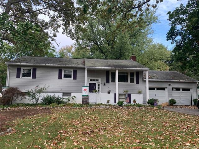 3 BR,  2.00 BTH  Raised ranch style home in New Windsor