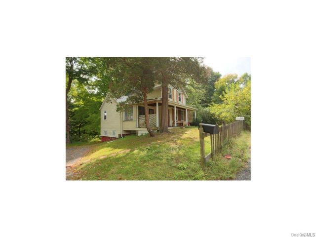 4 BR,  3.00 BTH Bungalow style home in Clarkstown