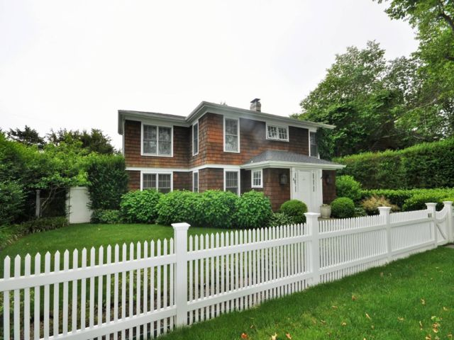 3 BR,  2.50 BTH Traditional style home in East Hampton