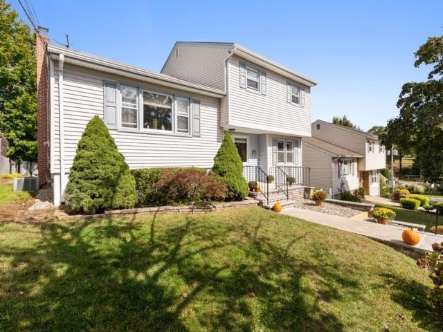 4 BR,  2.00 BTH  Split level style home in Nutley
