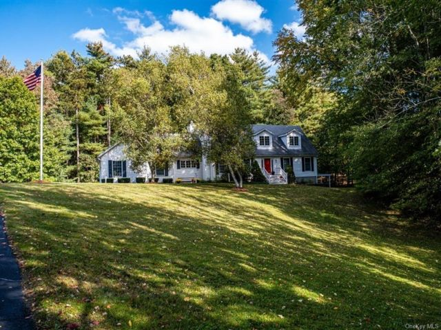 3 BR,  4.00 BTH Cape style home in Mount Hope