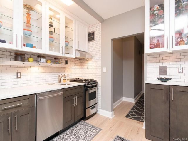 Studio,  1.00 BTH Mid rise style home in Yonkers
