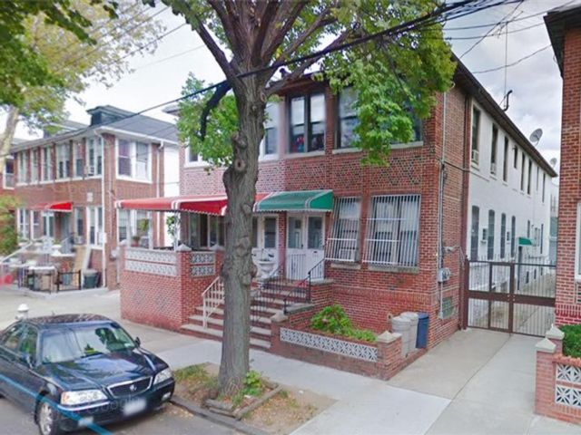 9 BR,  6.00 BTH Multi-family style home in Sunset Park
