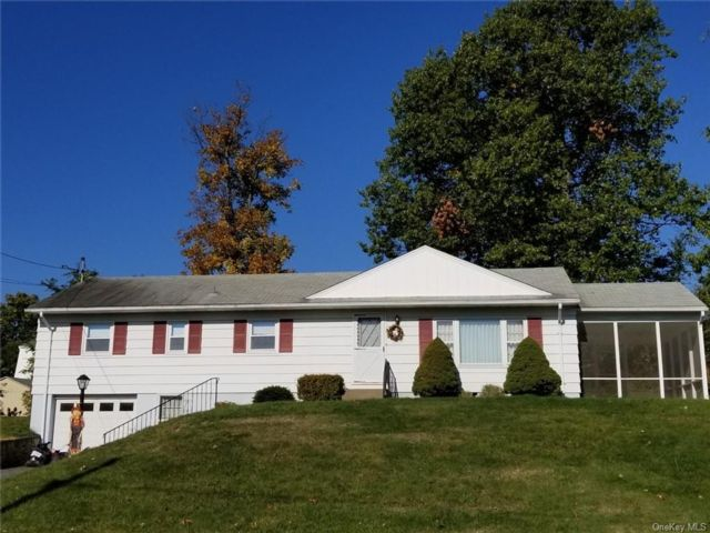 4 BR,  3.00 BTH  Ranch style home in New Windsor