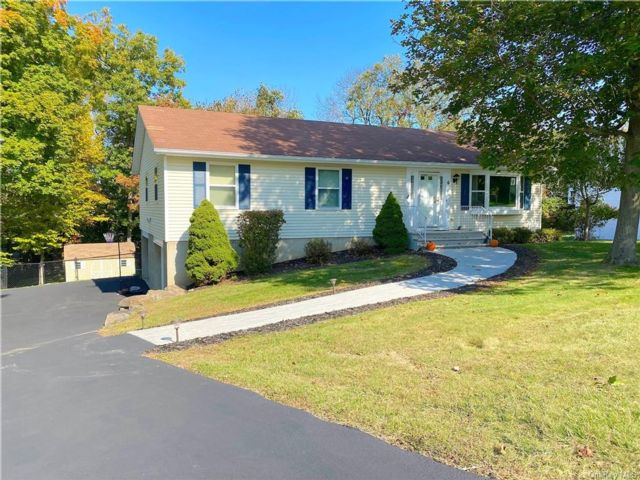 3 BR,  3.00 BTH  Ranch style home in Monroe