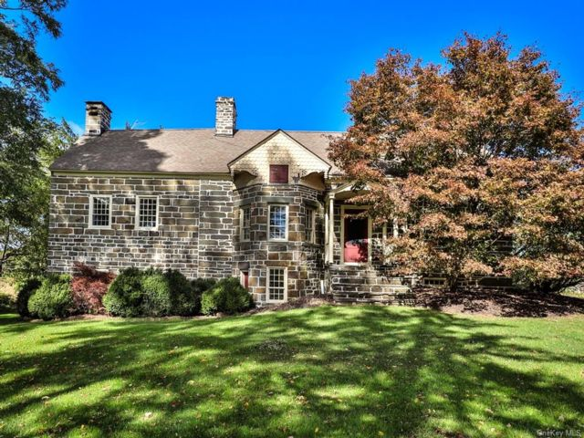 4 BR,  3.00 BTH House style home in Crawford
