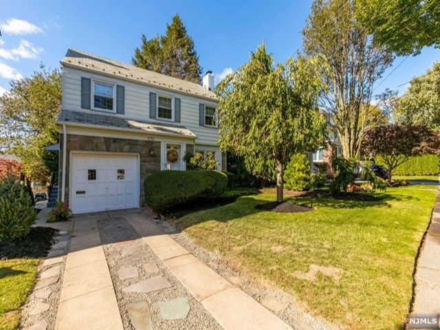 3 BR,  1.50 BTH  Colonial style home in Rutherford
