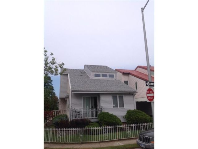 3 BR,  4.00 BTH Single family style home in Arden Heights
