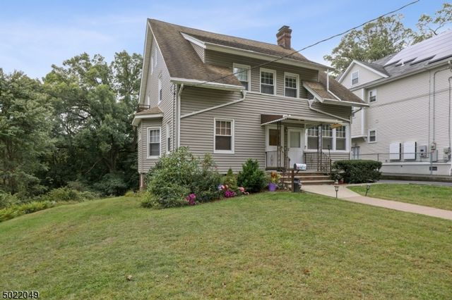 3 BR,  2.50 BTH Multi-family style home in Bloomfield