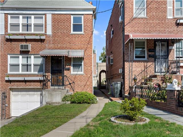 5 BR,  3.00 BTH  Other style home in Throggs Neck