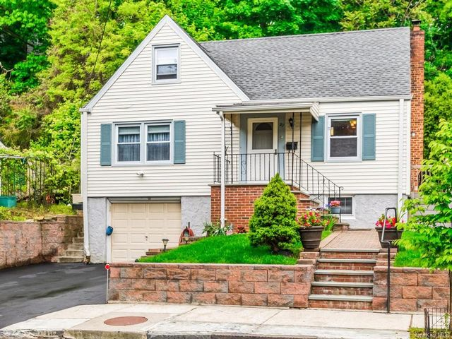 3 BR,  1.00 BTH Cape style home in Yonkers