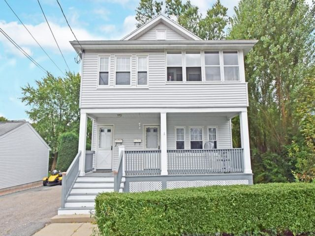 5 BR,  3.00 BTH 2 story style home in Boston