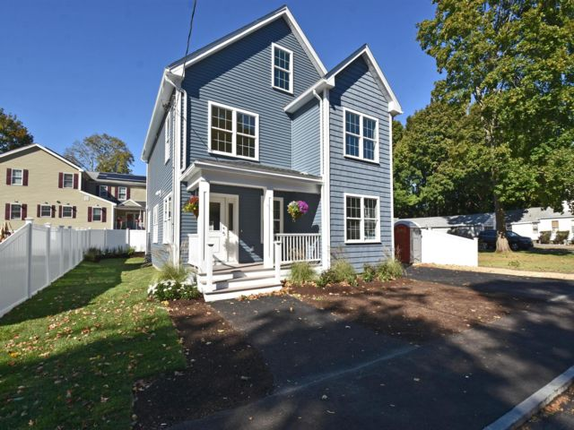 4 BR,  3.00 BTH Colonial style home in Woburn