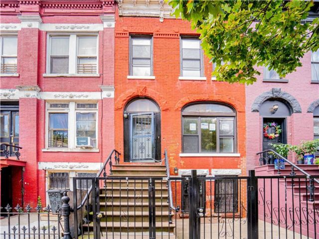 3 BR,  3.00 BTH Single family style home in Crown Heights
