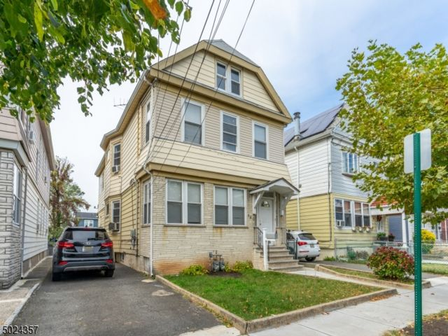 4 BR,  3.00 BTH Multi-family style home in Elizabeth