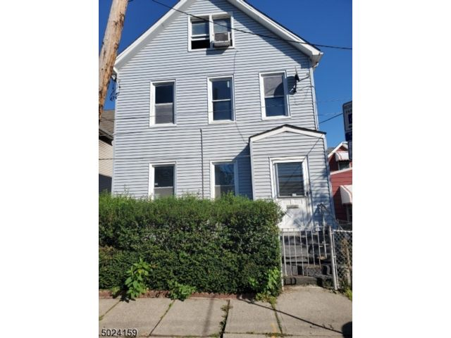 4 BR,  1.00 BTH House style home in Newark