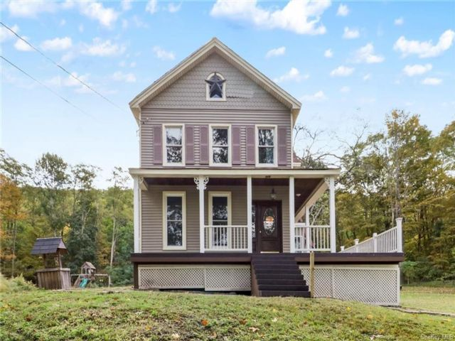 3 BR,  1.00 BTH  Colonial style home in Deerpark