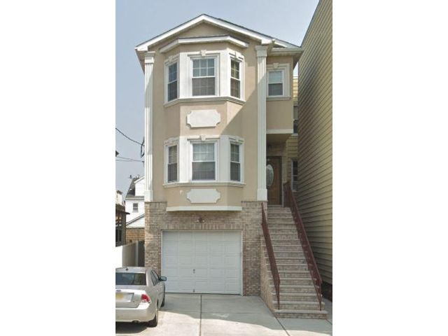 2 BR,  2.00 BTH  Apartment style home in East Newark