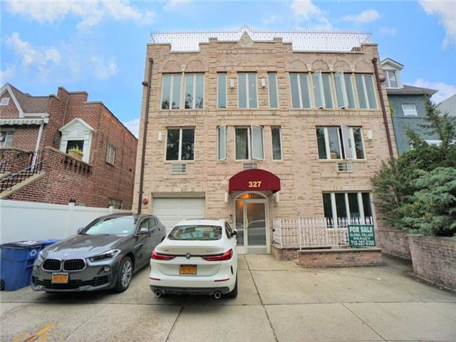 4 BR,  3.00 BTH  Condominium style home in Bay Ridge