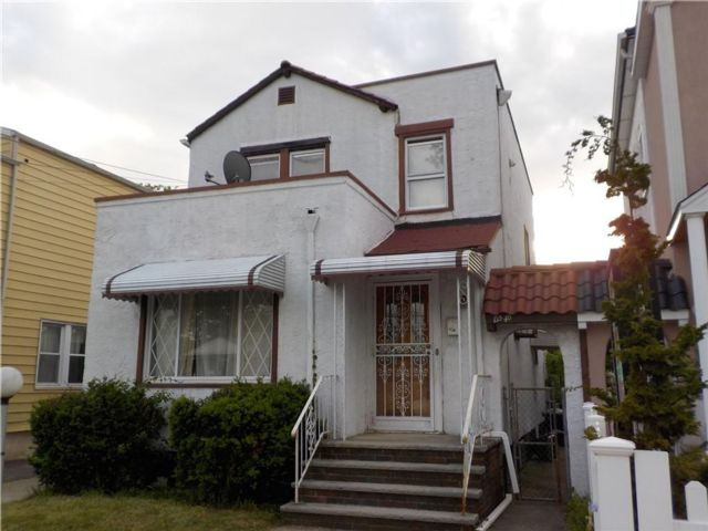4 BR,  2.00 BTH  Multi-family style home in Laurelton