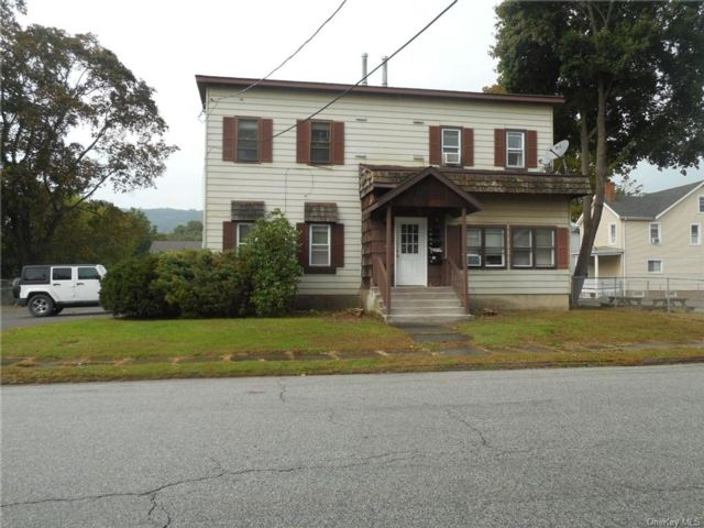 4 BR,  4.00 BTH Colonial style home in Port Jervis