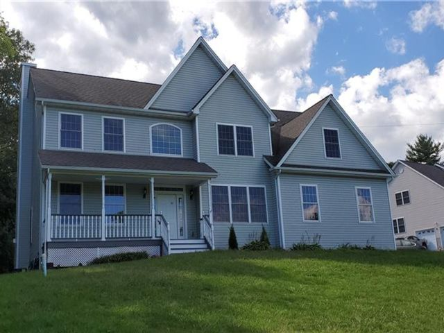 5 BR,  3.00 BTH Colonial style home in Newburgh