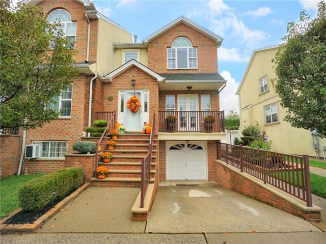 4 BR,  4.00 BTH Multi-family style home in Woodrow