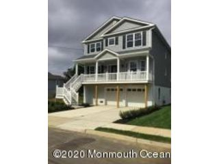 4 BR,  2.50 BTH Colonial style home in North Middletown