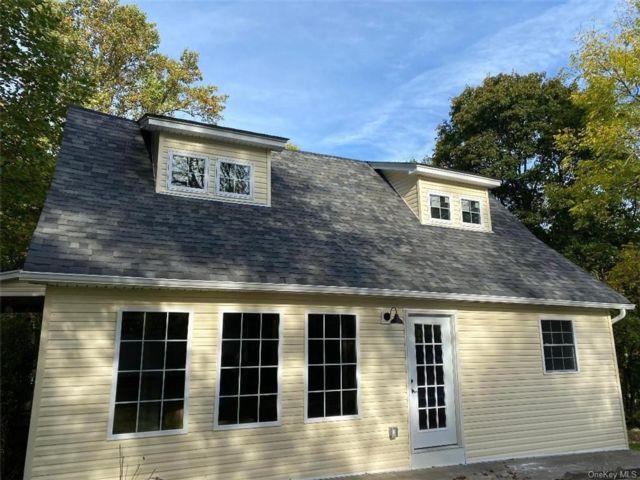 3 BR,  3.00 BTH Farmhouse style home in Wallkill