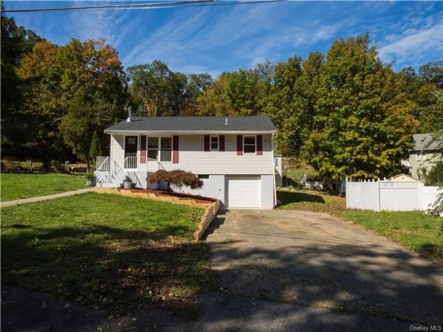 3 BR,  2.00 BTH Ranch style home in Carmel
