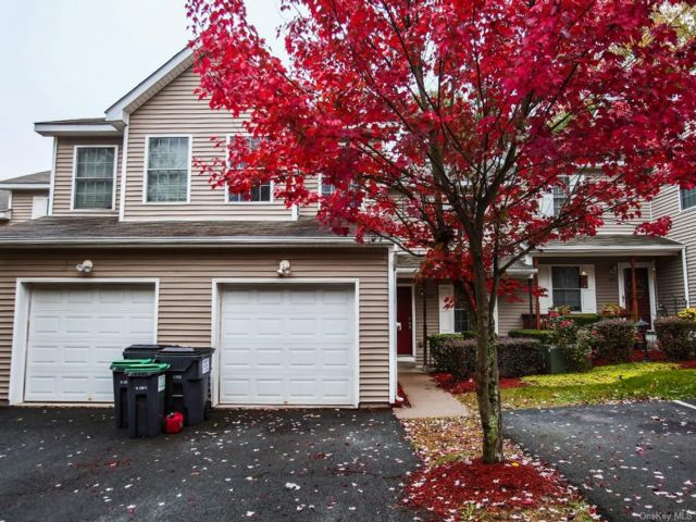 3 BR,  3.00 BTH  Townhouse style home in Wawarsing