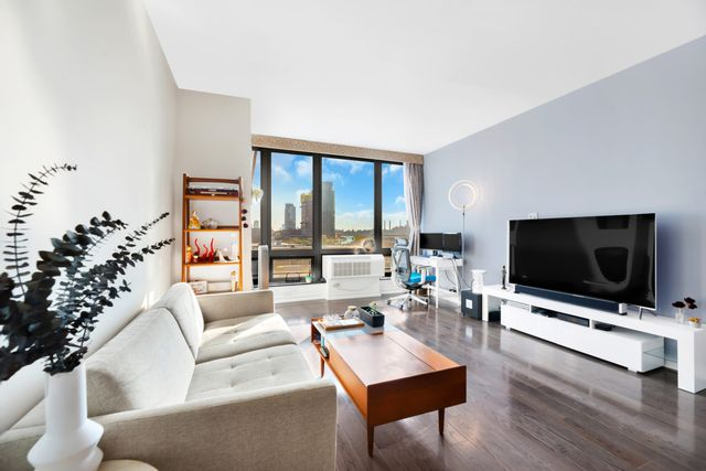 [Long Island City Real Estate, listing number 6971646]