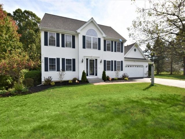 4 BR,  2.50 BTH Colonial style home in Westford