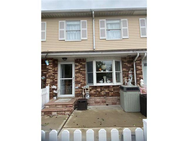 1 BR,  1.00 BTH  Single family style home in New Dorp
