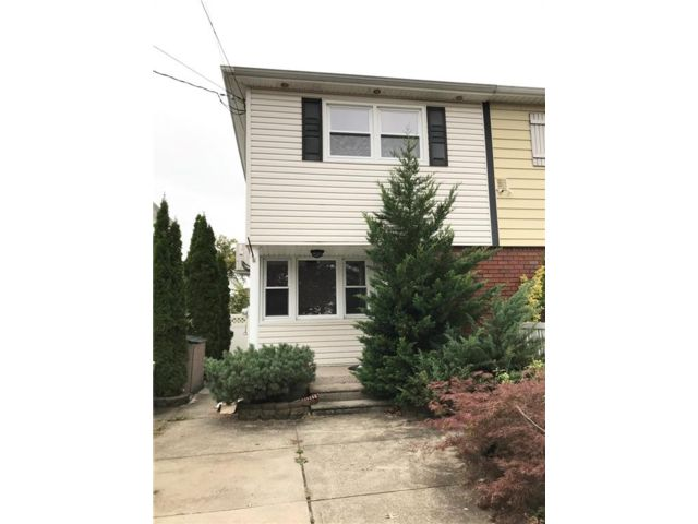 3 BR,  2.00 BTH Single family style home in Old Town