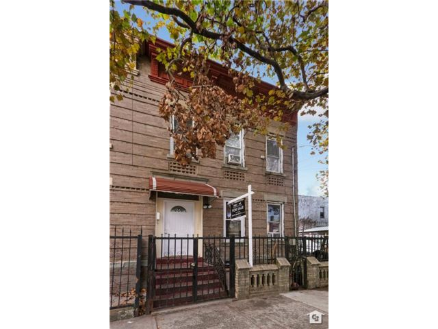 6 BR,  3.50 BTH Multi-family style home in East New York