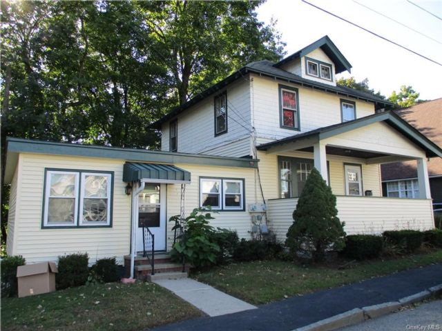 4 BR,  2.00 BTH Colonial style home in Port Jervis