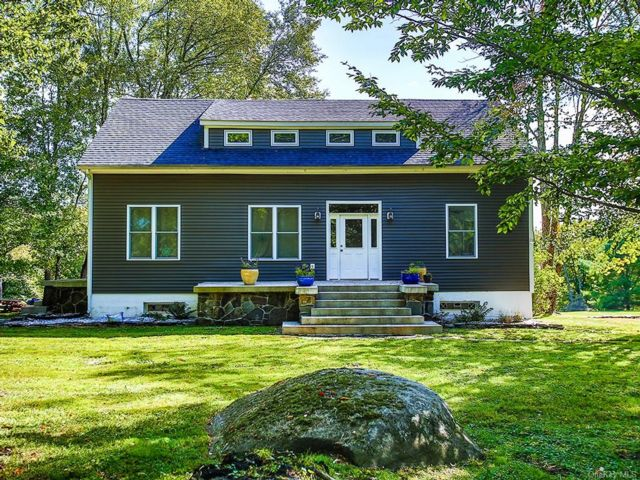 4 BR,  3.00 BTH  Cape style home in Thompson