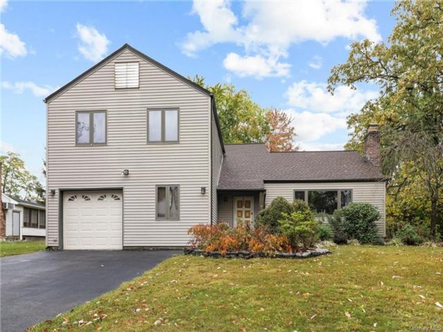 4 BR,  3.00 BTH  Split level style home in Cornwall