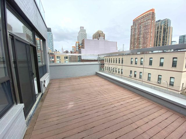 2 BR,  1.00 BTH Condo style home in Hunters Point