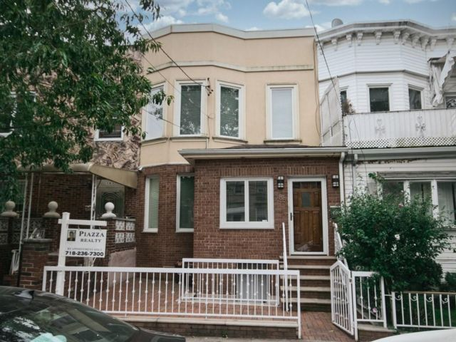 4 BR,  3.00 BTH  Single family style home in Bensonhurst