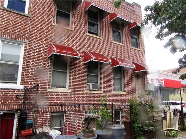 9 BR,  5.00 BTH Multi-family style home in Brownsville