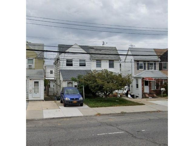 3 BR,  3.00 BTH  Single family style home in Gerritsen Beach