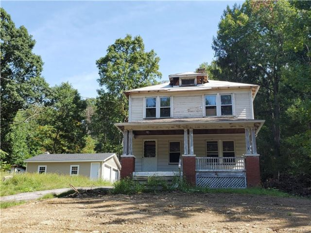 3 BR,  2.00 BTH  Arts&crafts style home in Newburgh